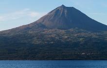 Journée libre: ascension du Pico ou sortie observation des baleines